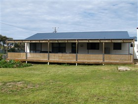 Surfin Sceales Beach House - Maitland Accommodation