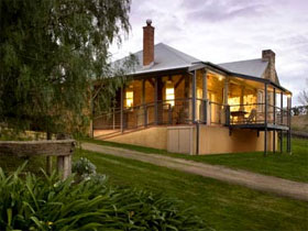 Longview Vineyard Homestead - Maitland Accommodation
