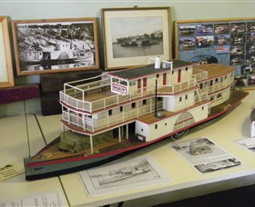 Wentworth Model Paddlesteamer Display - Maitland Accommodation