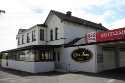 River Arms Hotel - Maitland Accommodation