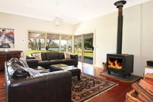 Terara Riverside Retreat - Maitland Accommodation
