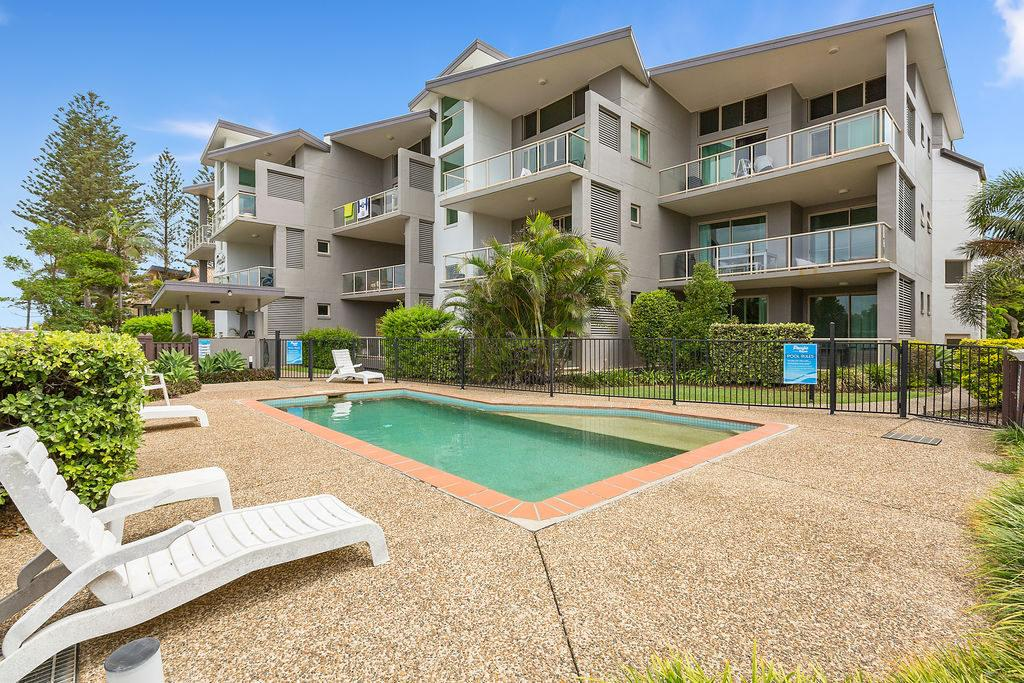 BEACH BLISS LUXURIOUS APARTMENT with POOL - Maitland Accommodation